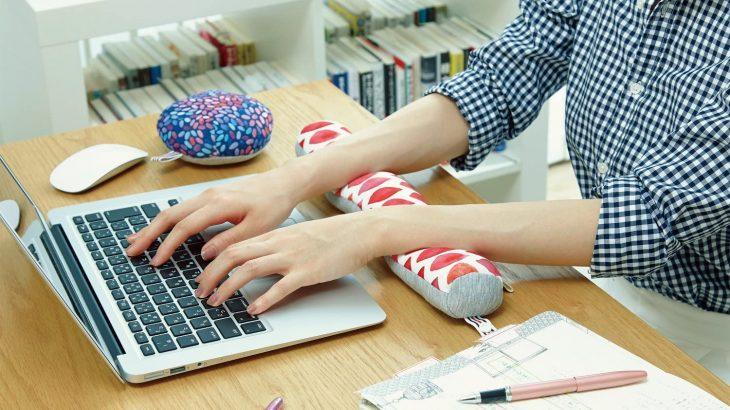 年中、腱鞘炎の私が選ぶ、在宅勤務(テレワーク)でパソコン作業の肩こりや手首の疲れを軽減するおすすめの手首置き(リストレスト・アームレスト)4選